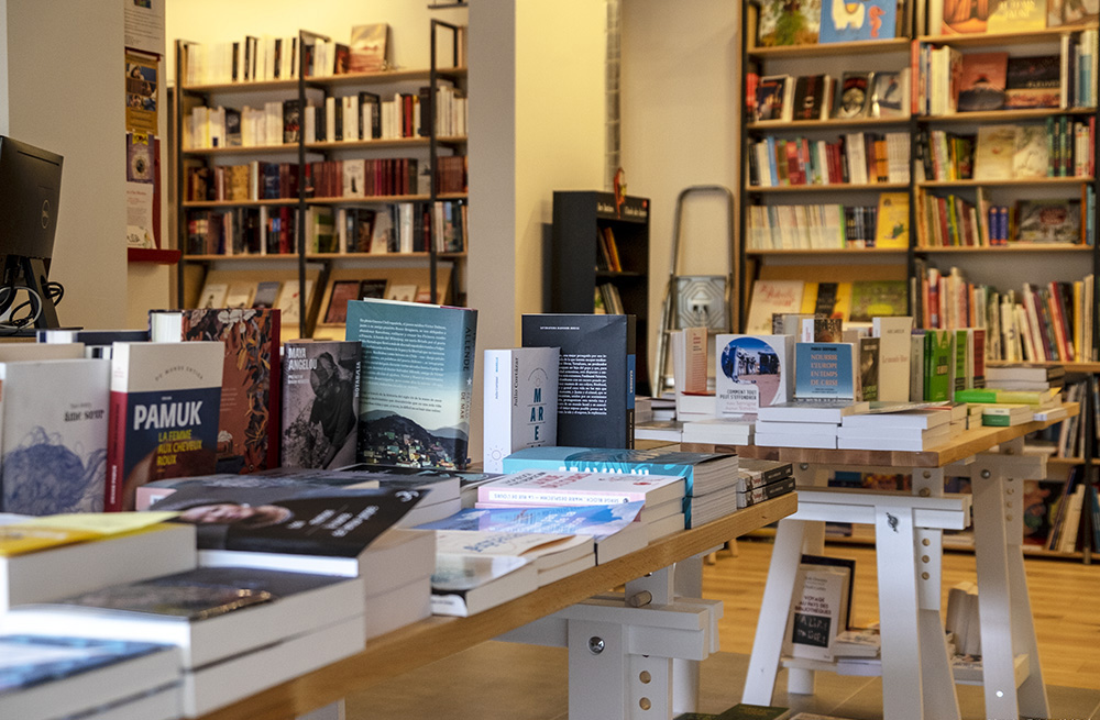 GIE COMMERCES; LIBRAIRIE CAFE CARINO