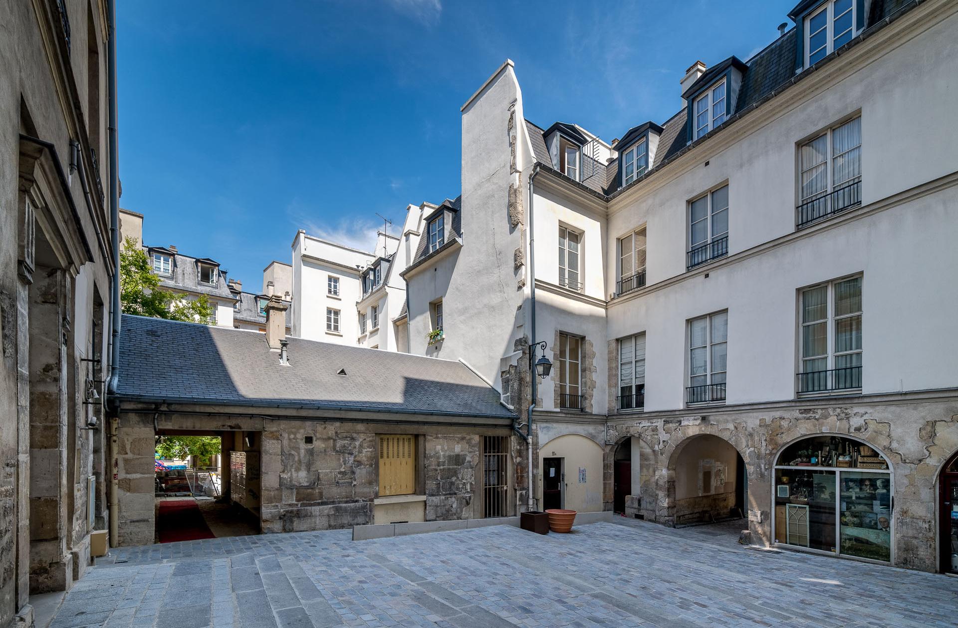 village saint-paul paris commerces